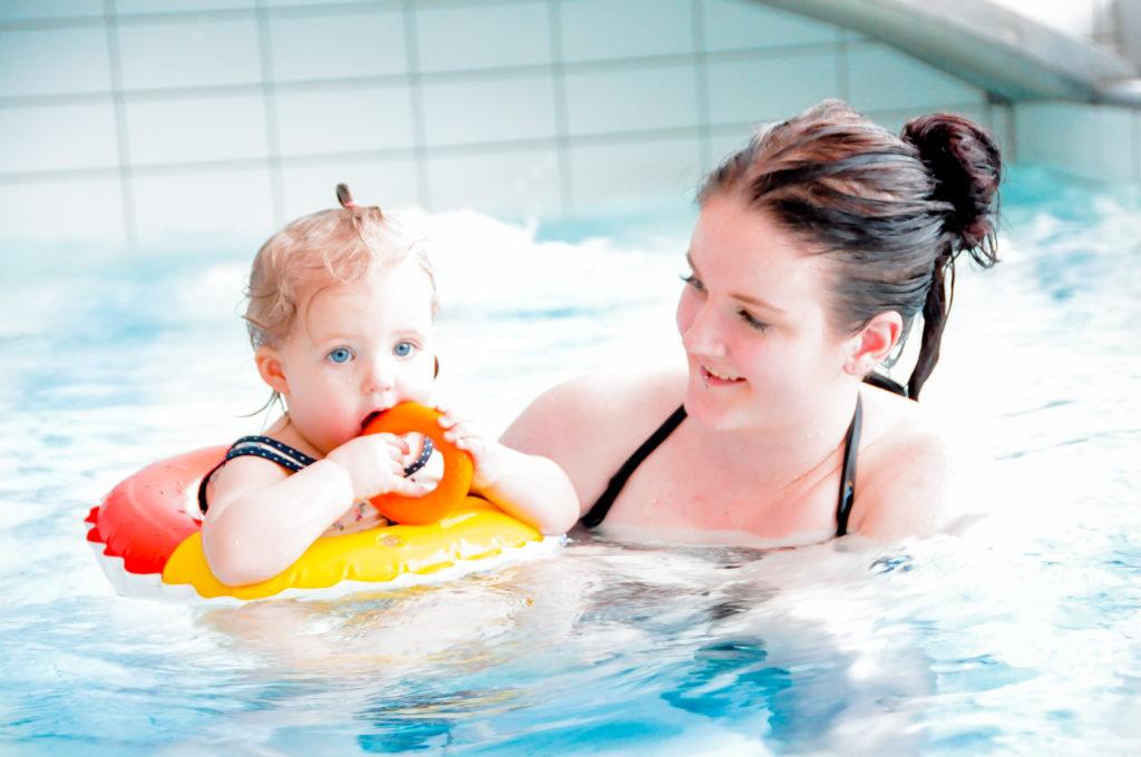 Familietid i badet